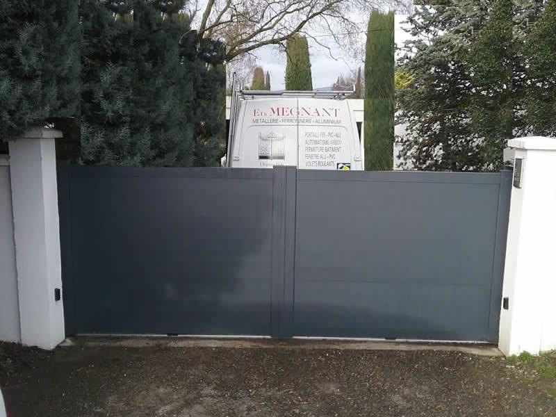Portail aluminium massena m tallerie megnant portes for Maine cloture portail alu